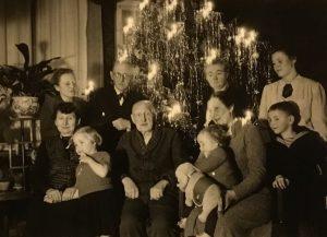 Firmengründer August Riedeler in der Mitte.